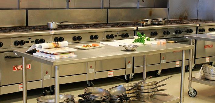 Designer-Einrichtungen aus Edelstahl in einer Küche
