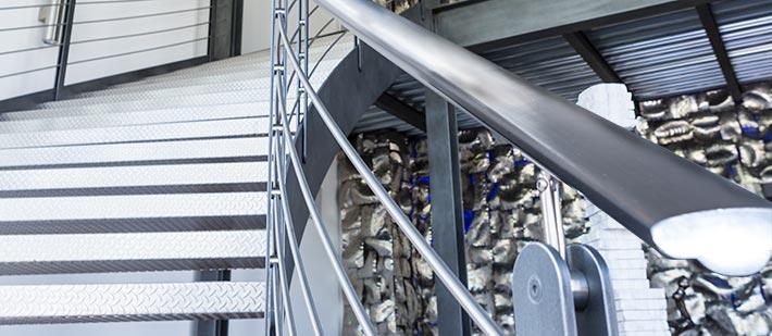 Handläufe und Geländer - typische Beispiele für Edelstahl im urbanen Raum