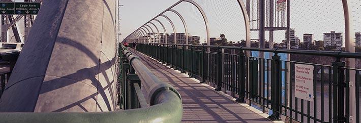 Sicherheitsvorkehrungen aus Edelstahl im urbanen Raum
