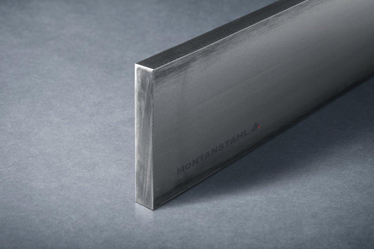 Hot rolled steel windows: steel window profiles | Montanstahl